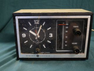 Vintage General Electric AM Transistor Clock Radio Model 7 4725 Works