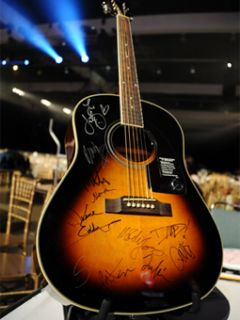 MC Coldplay Foo Fighters Neil Young James Taylor Signed Epiphone