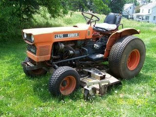 "Kubota L275 Tractor with Woods 72"" Deck"