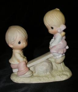 "1978 Precious Moments E 1375 A Porcelain Figurine "" Love Lifted Me "" w Box"