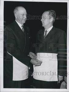 1954 Press Photo Gov William G Stratton Put on Masonic Apron
