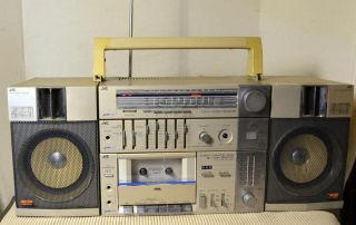 JVC Ghettoblaster Boombox PC R11JW multi band radio. Classic silver