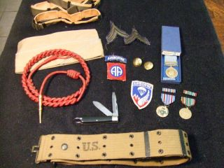 WW2 KOREA MEDALS PATCHES WEB BELT CAP PINS BADGES KNIFE AIRBORNE JUNK