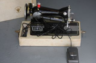 Vintage Singer Sewing Machine Woodward Lathrop NR