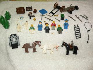 LEGO 6761 WILD WEST BANDITS HIDEOUT WESTERN COWBOY 3 HORSES 8 MINIFIGS