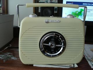 New Lifelong Am FM Portable Radio