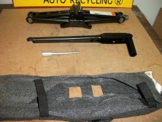 2009 Lincoln MKS Jack w Tools Bag BA985