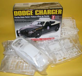 Lindberg 1 25 Scale Dodge Charger Police Car Model Kit