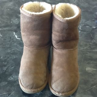 UGG Classic Short Kids Sz 4 Can Fit A Womens 6 5251 in Chestnut