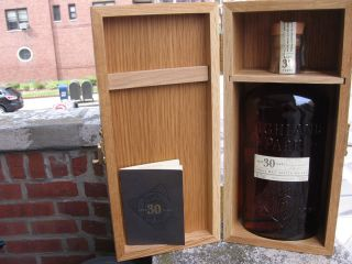 30 Y/O,1979 HIGHLAND PARK SIGNED AND IN WOOD GIFT BOX, SINGLE MALT