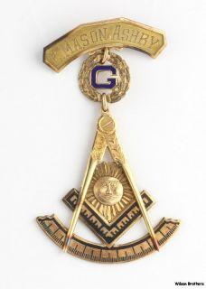 Past Master Blue Lodge Masonic Medal   10k Solid Yellow Gold Badge