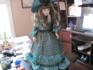 22 W Tung Porcelein Doll, Victorian Style Very Detailed.