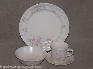 Pfaltzgraff Tea Rose Dinnerware Set (s) 16 pc USA made   New in Box