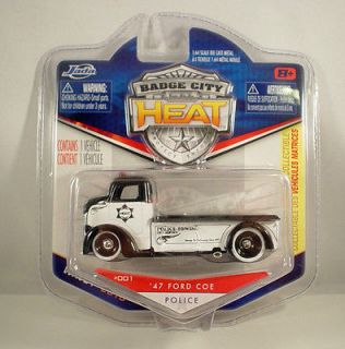JADA 1:64 BADGE CITY HEAT 1947 FORD COE POLICE TOW TRUCK HAULER