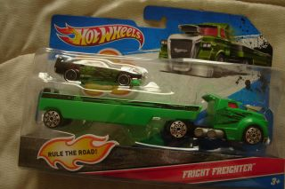 NEW Hot Wheels 2011 Truck Transporter & Fright Freighter Racer W4670
