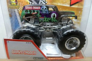 2013 HOT WHEELS 1 64 MONSTER JAM GRAVE DIGGER X RAYS MONSTER TRUCK