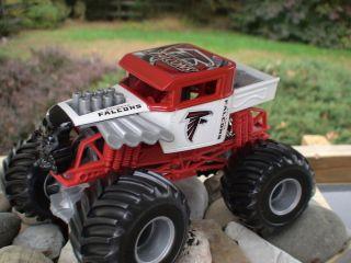 Hot Wheels Monster Jam Custom Atlanta Falcons Bone Shaker 1 24 Scale