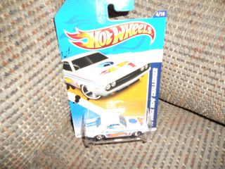 Hot Wheels 2012 HW Racing 70 Dodge Hemi Challenger 4 10 147 247 White