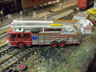 HO 1/87 Custom Kitbash E One Snorkel # 1 Ladder Fire Rescue Truck Fine