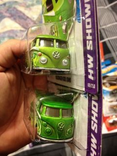 2013 Hot Wheels Volkswagen Kool Kombi ERROR Missing Front Tampos SUPER